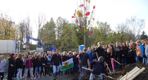 Pflanzung einer Luther-Linde auf unserem Schulgelände